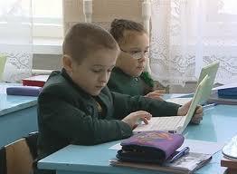 информатизация образования требует от учителя владеть теми же средствами, что и дети
