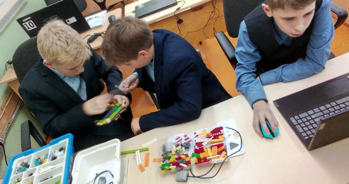 Компьютерная игра в мяч с джойстиком из Lego WeDo 1.0